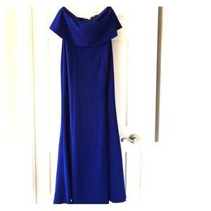 Beautiful strapless Lulus dress